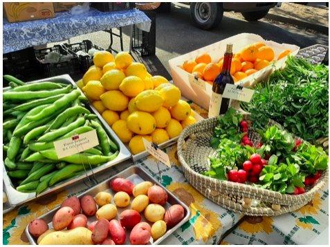 Fresh veggies at farmers'  market