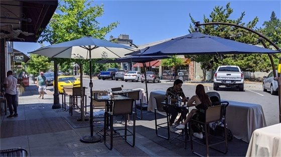 Diners eating outside in downtown Healdsburg.